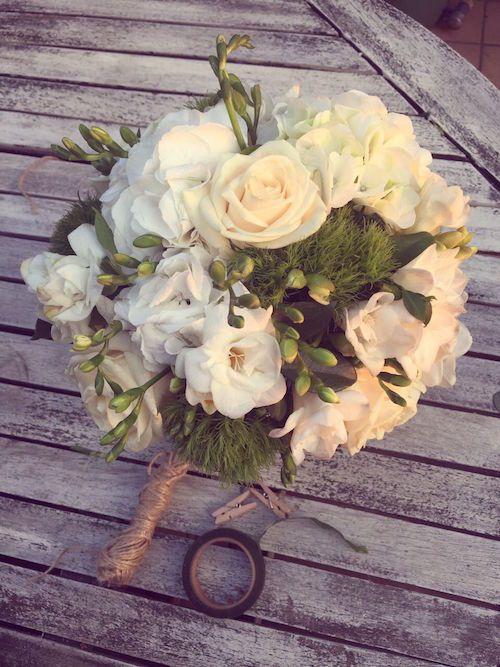 bouquet sposa, rosa vendela,garofano verde,fresia bianca