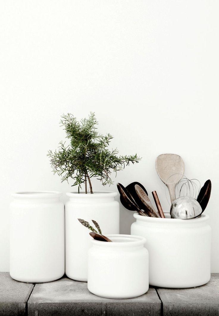 Kitchen ustensil jars | Daniella Witte, July 2014 [Original post in Swedish]