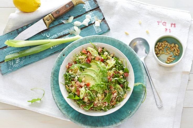 Couscoussalade met avocado en tomaat - Recept - Allerhande