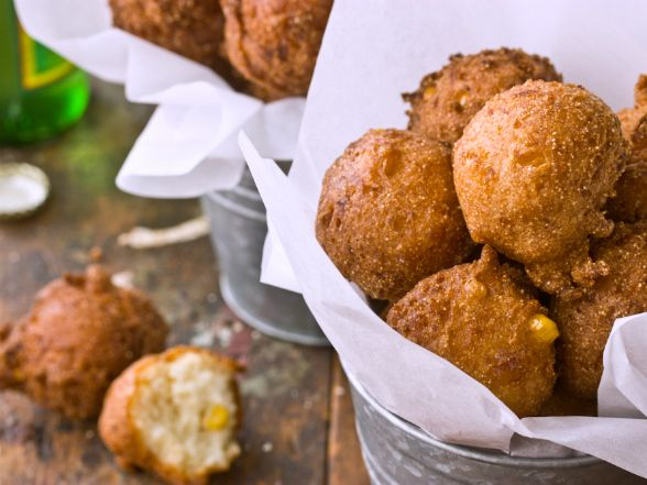 Corn Hush Puppies Recipe - I LOVE hush puppies.  Not a fan of fried food but there are exceptions to every rule