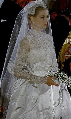 #Realeza La princesa Grace de Mónaco el día de su boda con el príncipe Rainiero III de Mónaco, en la Catedral de Mónaco el día 19 de Abril de 1956.