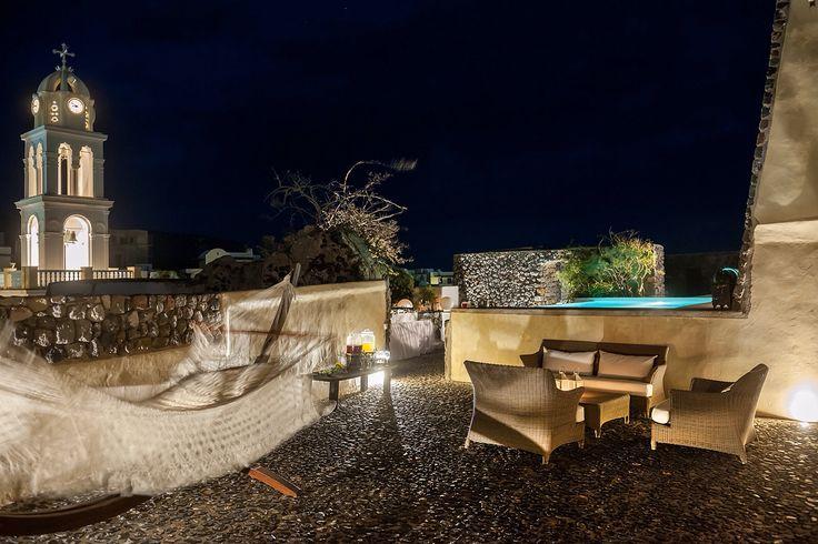 The beautiful Mansion Kyani by night  www.santoriniheritagevillas.com #santorini #santorinivillas #santoriniheritage #greece #travel #seeyouingreece  Photo by Ventouris Photography www.gventouris.com