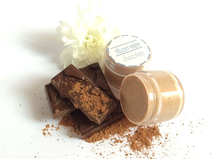 Tělový krém - čokoláda Tento jedinečný tělový krém obsahuje šlehané bambucké máslo, mandlový olej, kakaové máslo a bio kakaový prášek. Má úžasné hydratační, vyživující a zvláčňující účinky. Je vhodný nejen pro výživu a hydrataci suché pokožky rukou a nohou, ale i na ošetření celého těla.Udržuje pokožku hydratovanou a vláčnou. Díky kakaovému ...