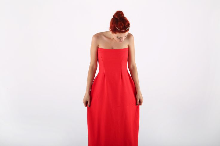 Abito lungo senza spalline in pique di cotone, rosso. Long red structured dress in cotton pique. By Alis New collection 2014. Www.ByAlis.it