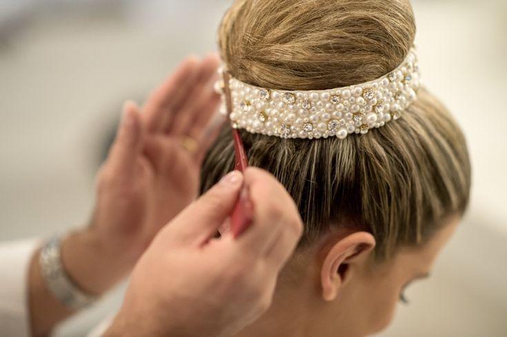 Coque alto com tiara Foto Everton Rosa