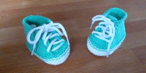 Endlich habe ich es geschafft diese niedlichen und sportlichen Babyturnschuhe zu stricken. Mit dem 3. Versuch war ich dann zufrieden und habe gleich eine Anleit
