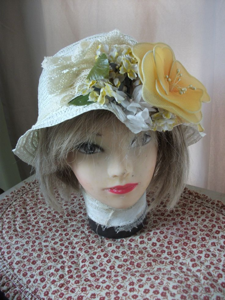 Short decorated straw hat.
