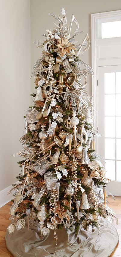 Mezcla dorados y plateados como temática para tu estilo de árbol, una de las tendencias en árboles de navidad para este 2016. #ArbolesDeNavidad2016