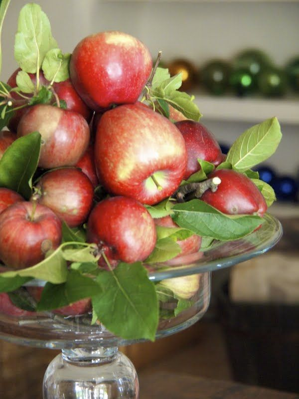 Pretty Apple Centerpiece -- when apples are for the looking and not for the eating #apples #centerpiece #fall