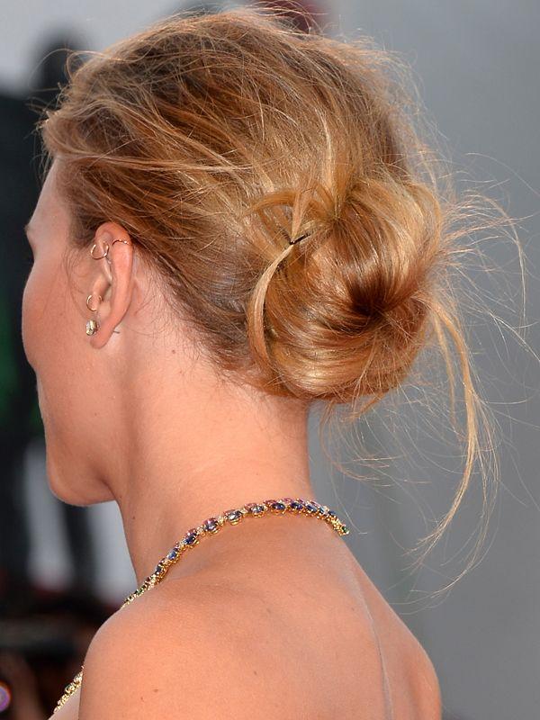 Scarlett Johansson messy bun http://beautyeditor.ca/2013/09/05/winged-eyeliner-is-an-amazing-way-to-dress-up-a-messy-bun-thanks-scarlett-johansson/
