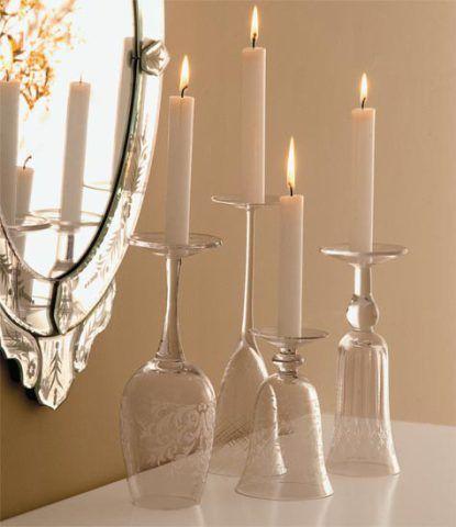 Monte um candelabro diferente com taças de cristal.