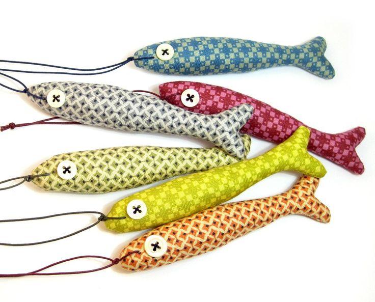 Nos han encantado estos peces de tela, en Etsy.