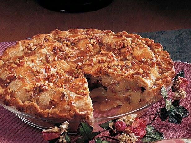 Pecan praline Apple pie