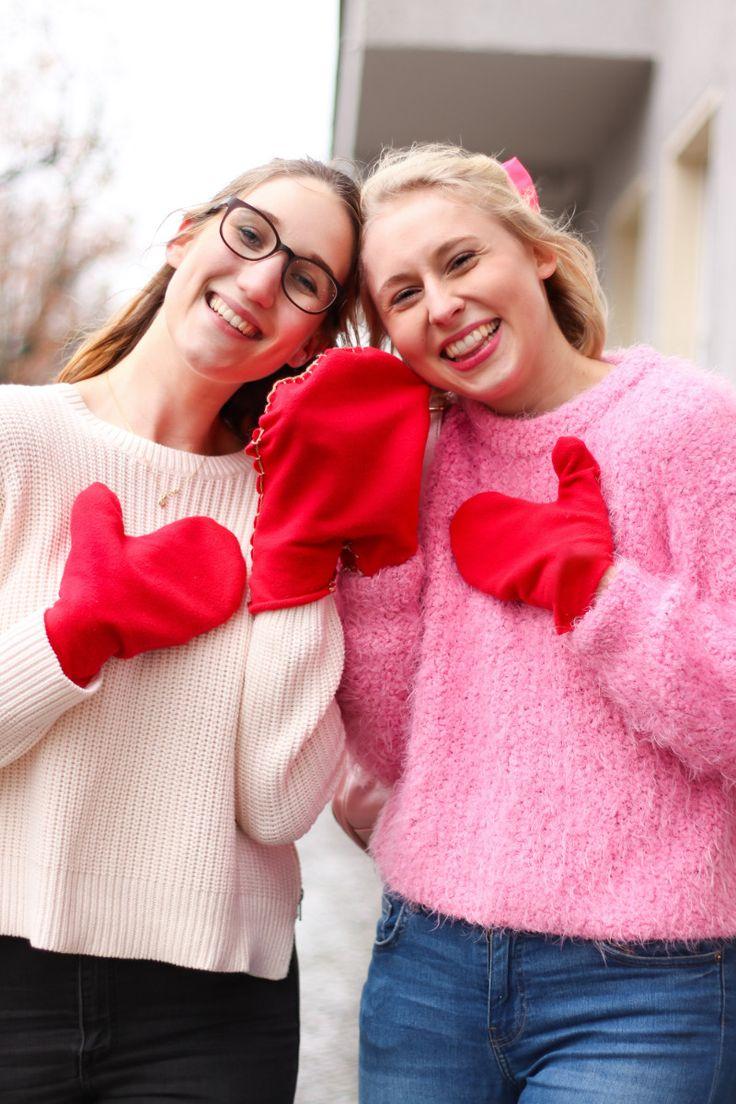Pärchen-Handschuhe selber nähen – DIY Geschenke für besten Freund oder Freundin. Wie genial ist diese DIY Idee für selbst genähte Pärchen-Handschuhe bitteschön? Eins meiner absoluten Lieblings-DIY-Projekte. Das Geniale an meinen DIY Handschuhen: Sie sind im Handumdrehen selbst genäht und man braucht noch nicht einmal eine Nähmaschine dafür. Außerdem finde ich die Idee einfach zuckersüß, bei Schneegestöber im Winter zusammen mit der besten Freundin oder dem Freund....