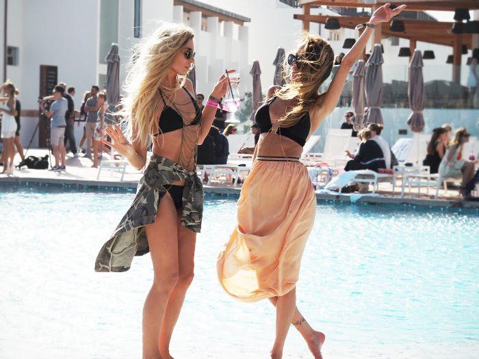 Pool party via Fashionweek 2.0.