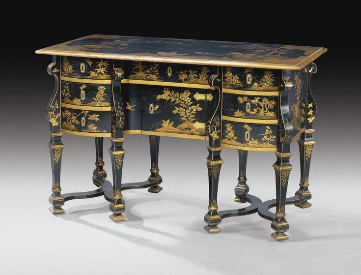Bureau Mazarin en vernis parisien d'époque Louis XIV, vers 1680-1690