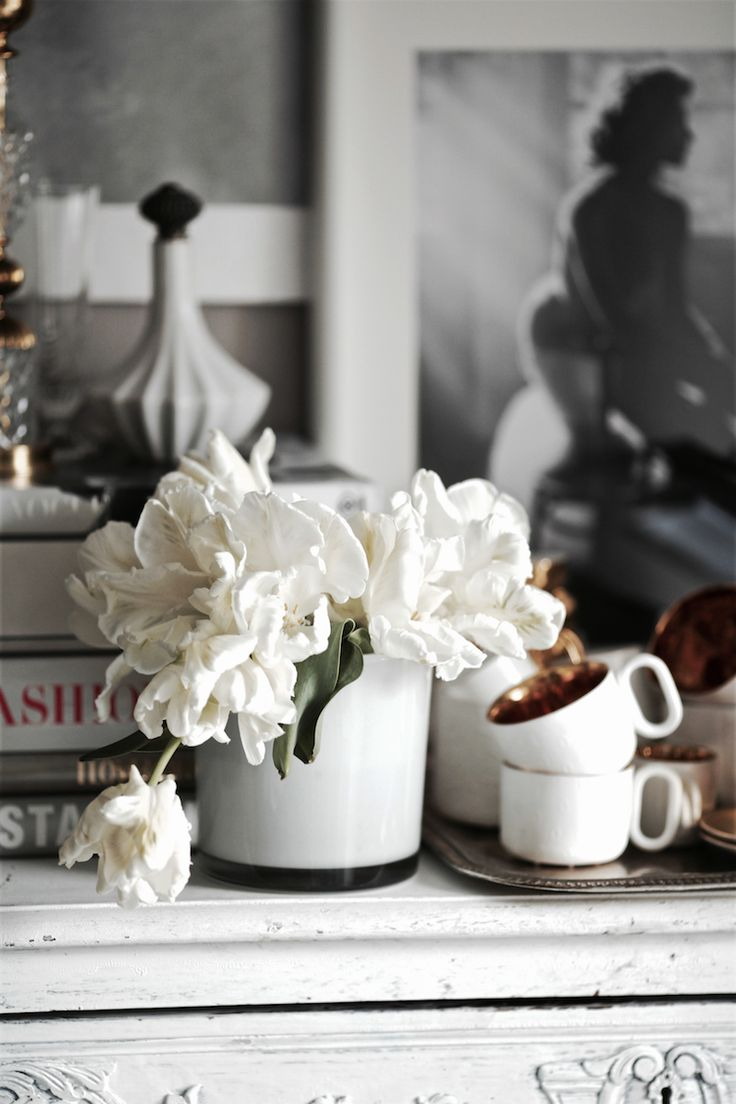 at home / fusion house / fusion house diary / flowers / tulips / porcelain / endeceramics / photography / vincent peters / interior