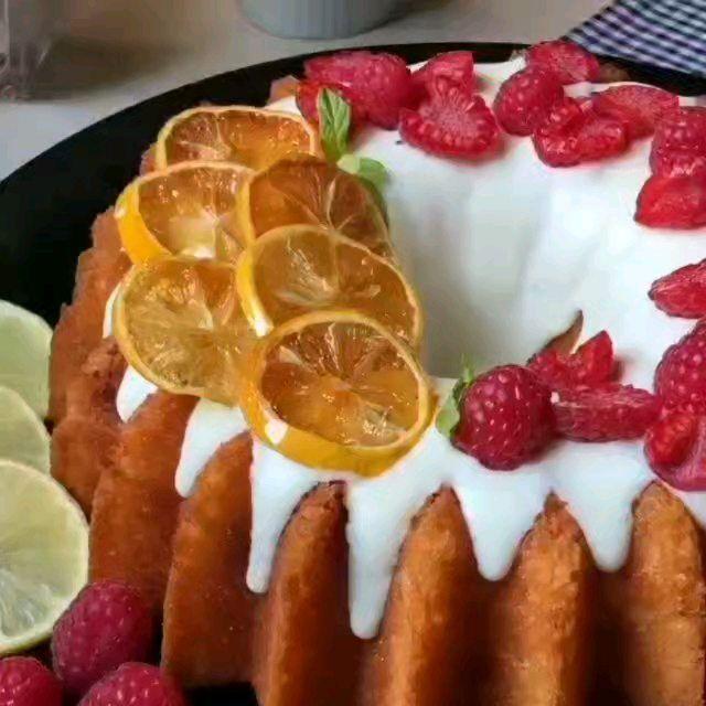 مطبخ نعناع On Instagram كيكة الليمون بحشوة التوت الطريقه نخلط 3 بيضات على سرعه عاليه ونضيف عليها ملعقه ص فانيلا Dessert Recipes Desserts Recipes