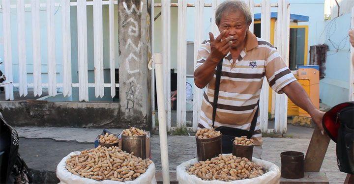 Visit Manado! www.indojunkie.com