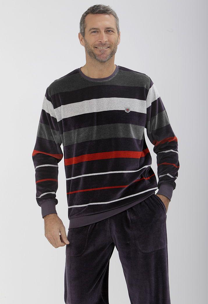 Pijama a rayas aterciopelado perfecto para las noches más frías