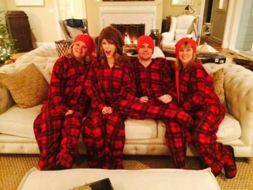 New photo of Taylor at Christmas! <3