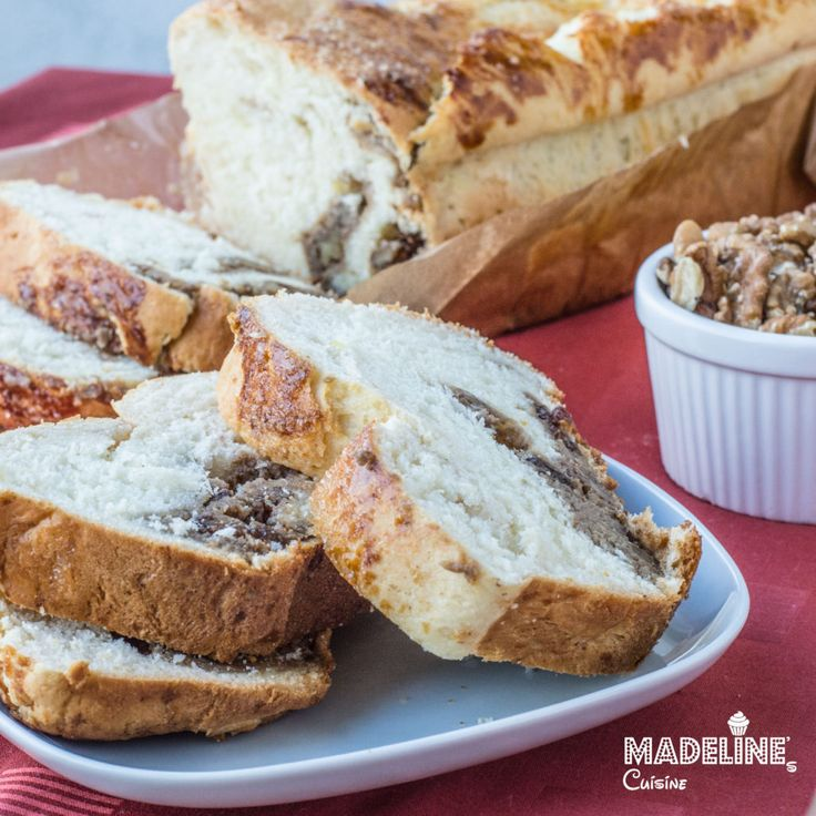 Cozonac cu nuca / Romanian sweet bread with walnut filling