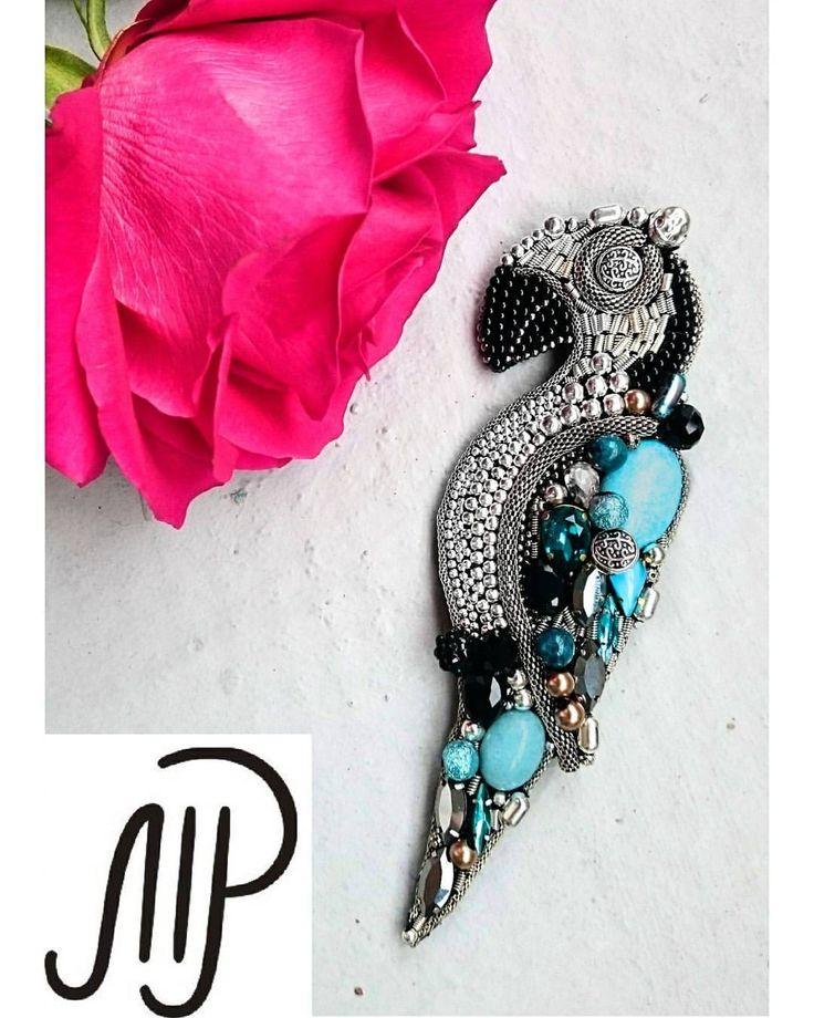 #mpaccessories #marinaprisyach #jewellery #Swarovski #brooch #bird #blue #designer #украшения #сваровски #брошь #птичка #попугай #ручнаяработа #Москва #питер #СПб Появилась новая брошь-попугайчик в нежнейшем голубом цвете Натуральные камни,винтажные бусины, ювелирные кристаллы Swarovski,ручная работа- как обычно, только самое лучшее, только для ценителей и эстетов В Наличии