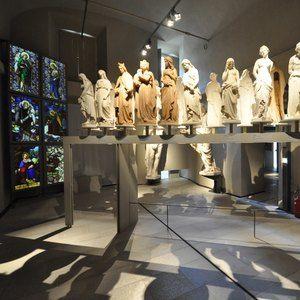 Sistemi espositivi Museofab per allestimenti museali. Espositore per statue piccole, Museo del Duomo di Milano