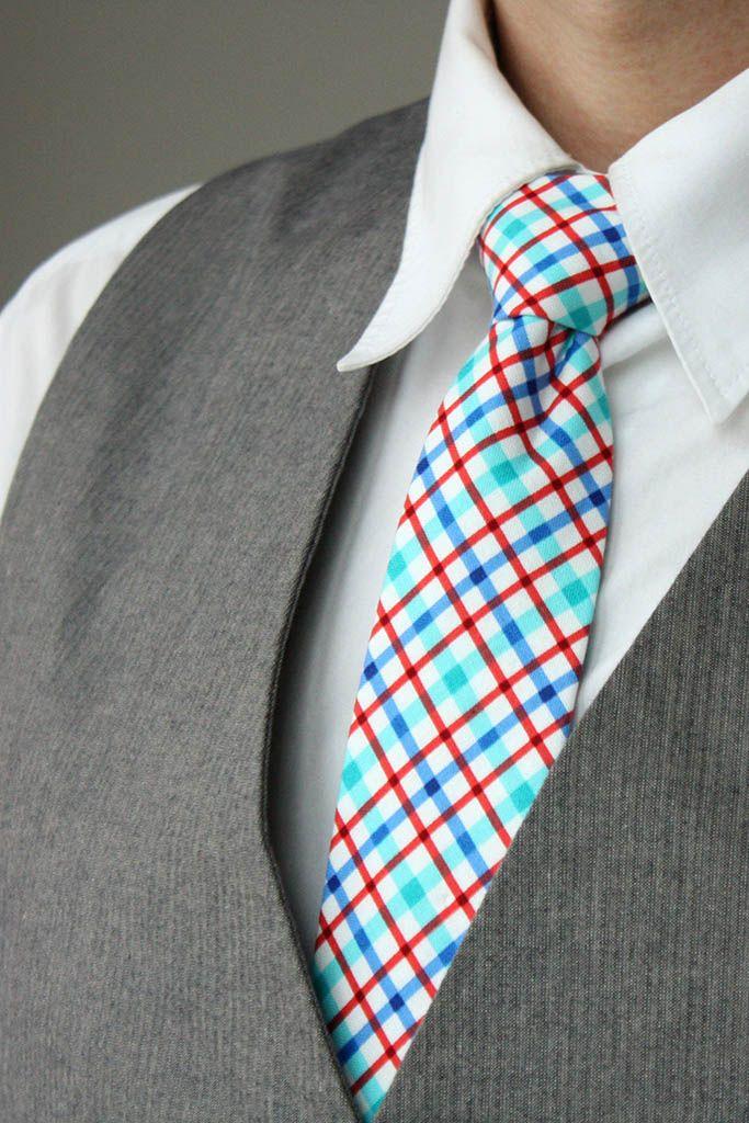 Bavlněná kravata / Cotton Men's tie Bavlněná kravata / Cotton Men's tie 100% bavlna / 100% cotton 7 cm x 150 cm / 2.7W x 59L inches Hand Made in Prague, Czech Republic Dry clean Warm iron if needed
