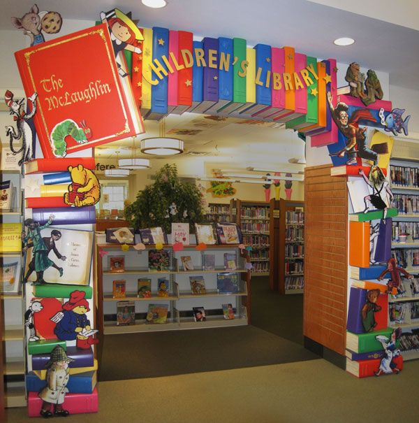 I love the color of this library entrance. It's a great way to cheer the entire library up--and even the whole hallway around the library! I also like that a display is the first thing the students see when they walk in--like a bookstore.