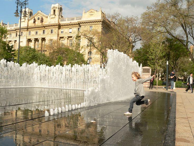 interactive fountain budapest / interaktív szökőkút a Szabadság téren