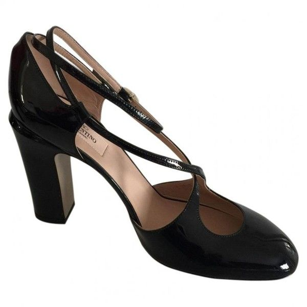 Patent leather heels VALENTINO (770 AUD) ❤ liked on Polyvore featuring shoes, pumps, black patent shoes, patent leather pumps, black shoes, patent pumps and black patent leather pumps