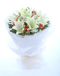 Singapore Flowers: White Lilies Hand Bouquet!