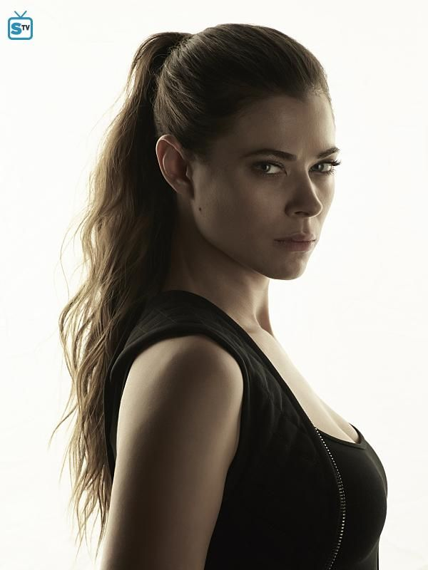 "Frequency S1 Peyton List as ""Raimy Sullivan"""