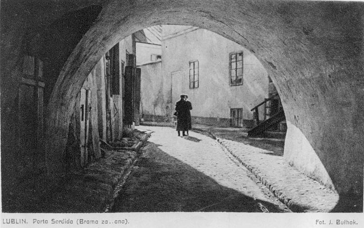 """Jan Bułhak - Brama Zasrana (Porta Sordida) Lublin, © Ośrodek """"Brama Grodzka - Teatr NN"""""""