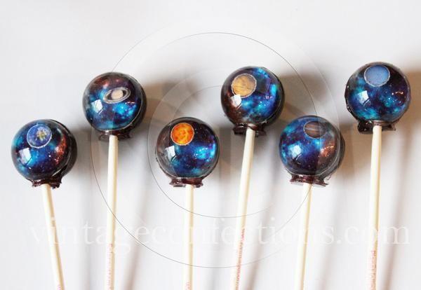 キャンディに宇宙を閉じ込めちゃった!! きれい過ぎるキャンディ『Planet lollipops』が美しすぎてヤバい…♡