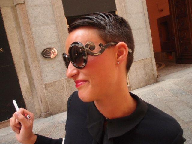 高級ファッションストリートVia Della Spiga Fashion Flight: Milan Style: Bright color, Big glasses, and sexy skin