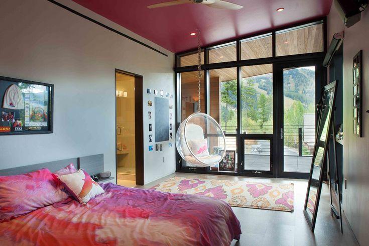 Chambre d'amis située à l'étage avec son propre balcon et vue sur la montagne
