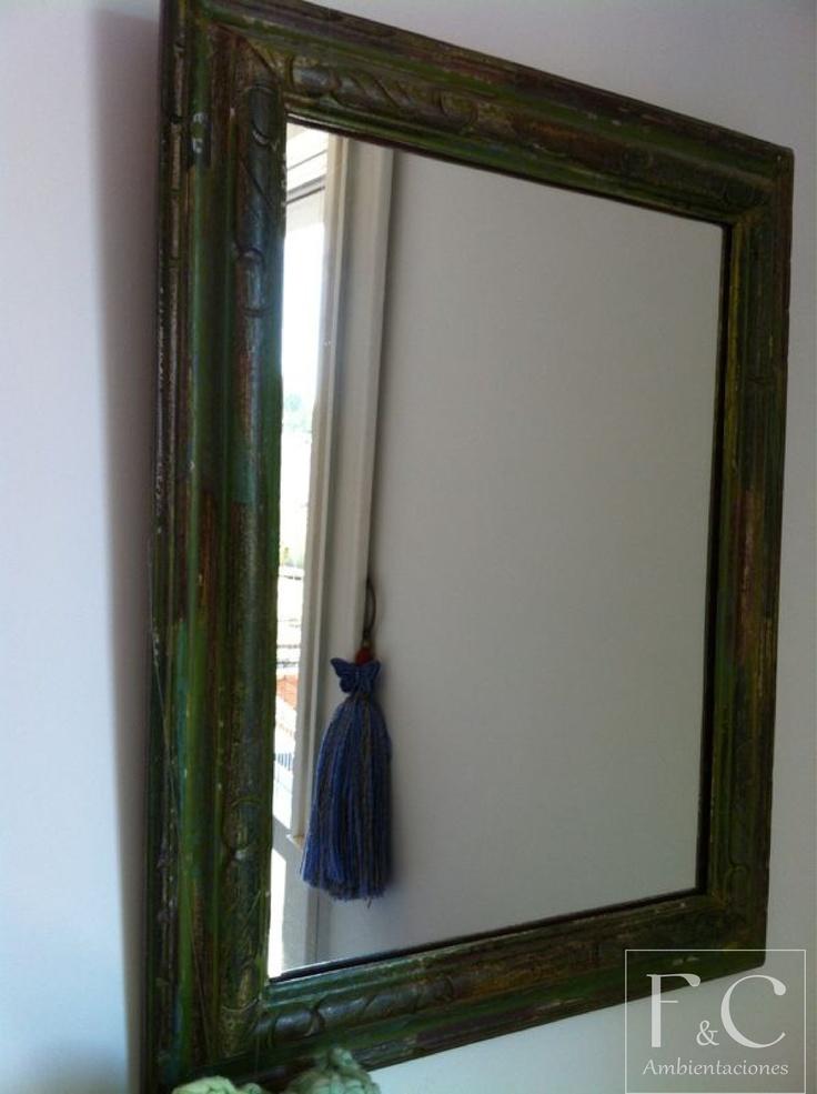 Espejo patinado en verde con marco de moldura tallada for Marcos de espejos
