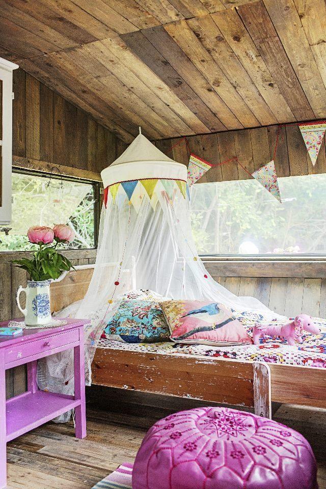 Asuntovaunu muuttui mökiksi. Old caravan transformed into boho summer cottage.   Unelmien TaloKoti Kuva: Krista Keltanen Toimittaja: Jonna Kivilahti