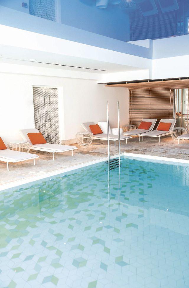 17 meilleures id es propos de spa gonflable sur pinterest piscine gonflable spa jacuzzi. Black Bedroom Furniture Sets. Home Design Ideas