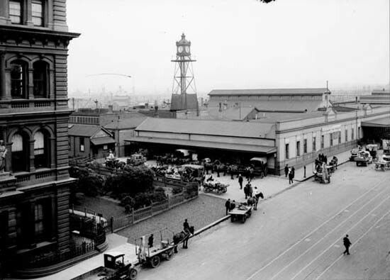 Parcels Office at Spencer Street Station in Victoria (year unknown). 🌹