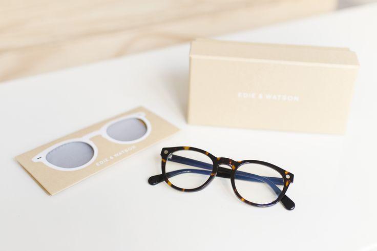 Lunettes presbyte écailles brunes foncées pour une forme de visage ovale ou carrée. Glasses dark brown scales for an oval or square face. #lunettes #glasses #nerd #geek