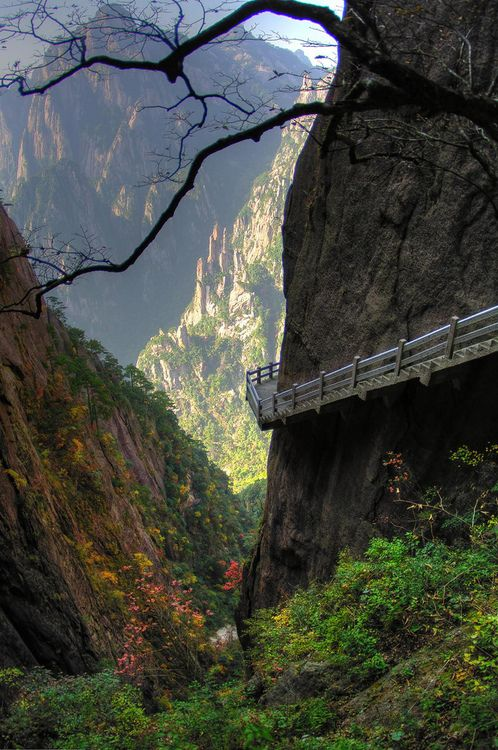 Path in the Huangshan mountains of Anhui in eastern China • photo: Paul Bird on Flickr