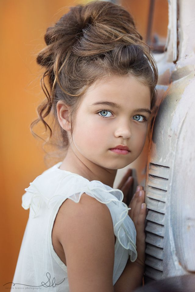 What a pretty little girl <3 ∘✶☆◖★Bella Montreal ★◗☆✶∘