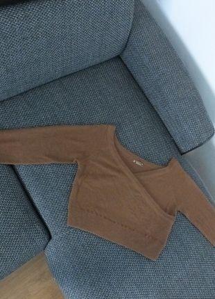 Kupuj mé předměty na #vinted http://www.vinted.cz/damske-obleceni/svetry-s-vystrihem-do-v/9939397-hnedy-kratky-svetr