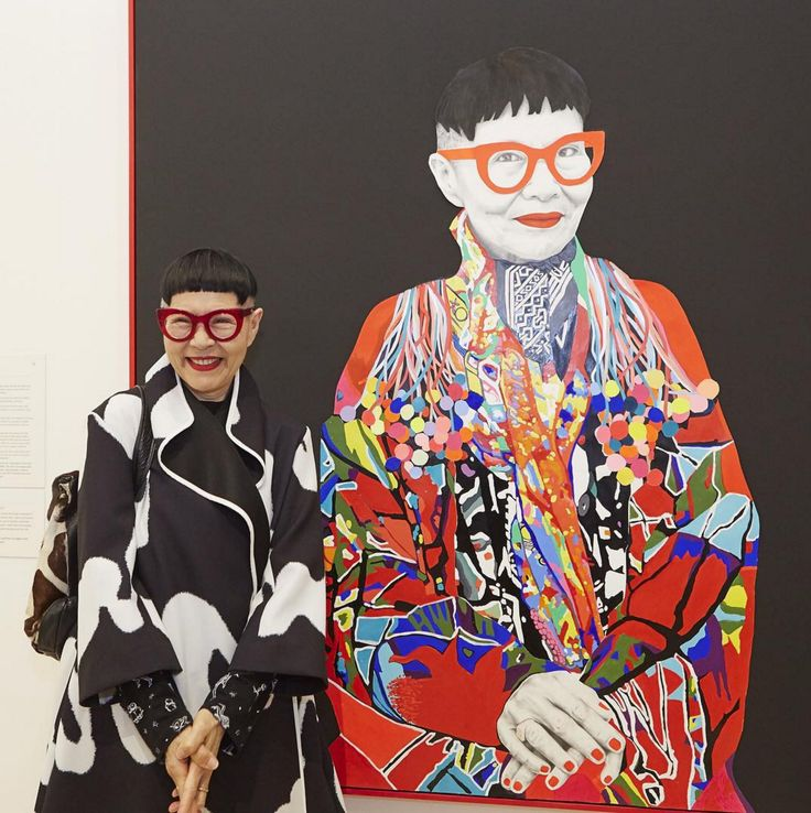 carlafletcher.com Jenny Kee pictured with'Jenny Kee' by Carla Fletcher at The Art Gallery of NSW 2015 Archibald Prize