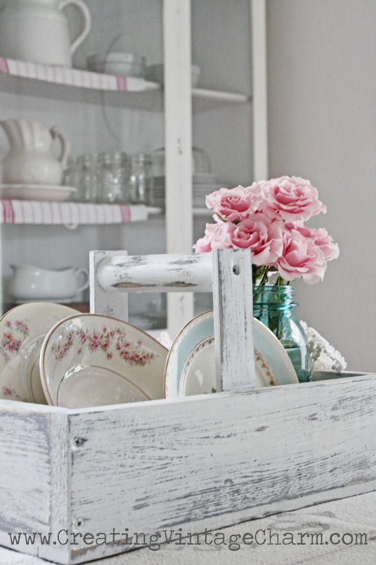 Top 9. Caixa de Madeira  Use caixa de madeira pra servir como decoração juntamente com pratos decorados.  Para dar esse efeito na caixa basta pintar e lixar. Você ainda pode fazer esta alça pra que fique num modelo estilo de piquenique.