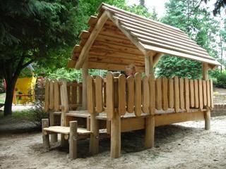 Een speelhuis voor kleine kinderen waar de sfeer vanaf straalt. Nagenoeg onverslijtbaar.