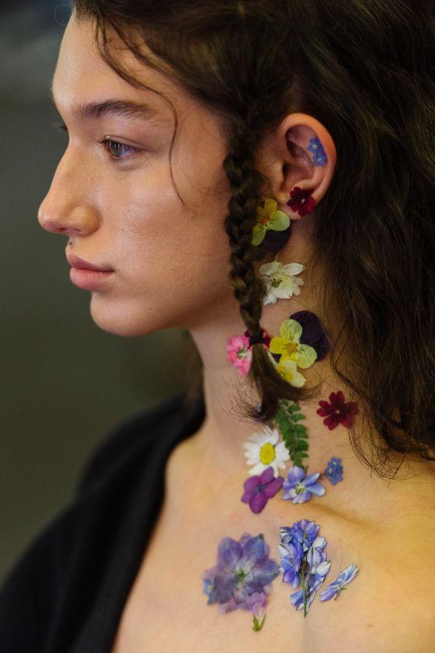 Сушеные цветы вместо хайлайтеров, румян и губных помад? | Vogue Ukraine
